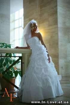 Фата - главный свадебный аксессуар.